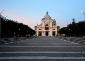 La piazza della grande Basilica
