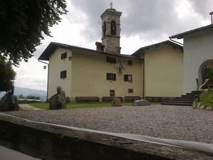 Piazzale del Santuario della Madonna del Frassino