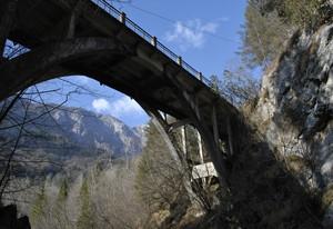 Attraverso il ponte
