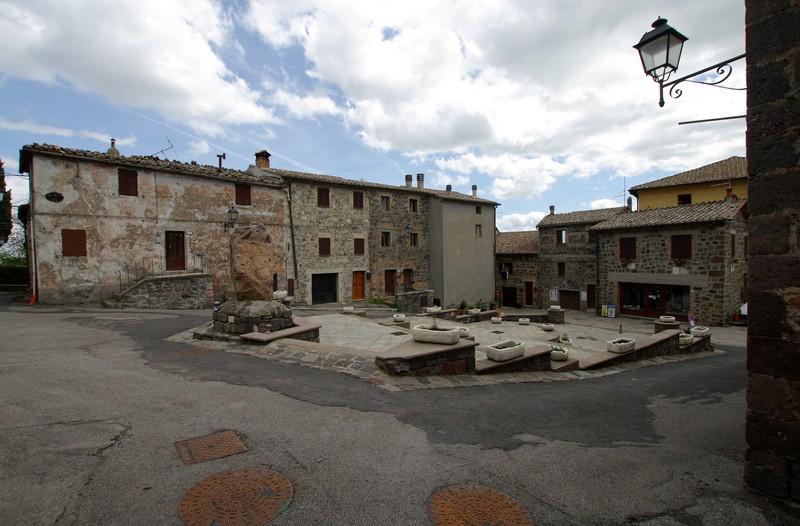 ''Piazza con vasi'' - Radicofani