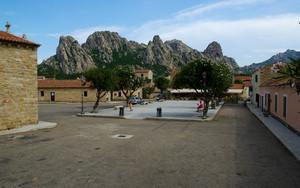 Come sfondo le montagne