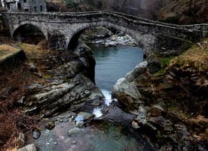 Un paese piccolo, un grande ponte