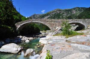 Ponte sul torrente Lys