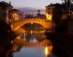 Prime luci su Ponte San Michele