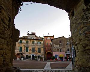 Dalla porta del borgo antico