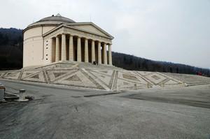 Piazza del tempio del Canova