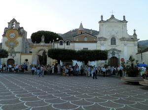 Piazza Aragona, festa di paese