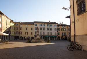 altra vista di piazza Paolo Diacono