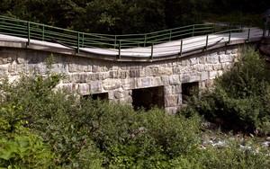 Un ponte di pietra in Val Madre