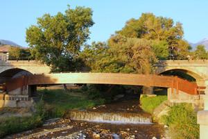 Un ponte dietro l'altro