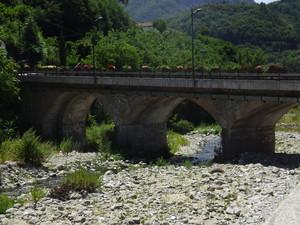 Ponte sul torrente Ania