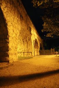 Scorcio notturno del ponte della ferrovia della valsugana