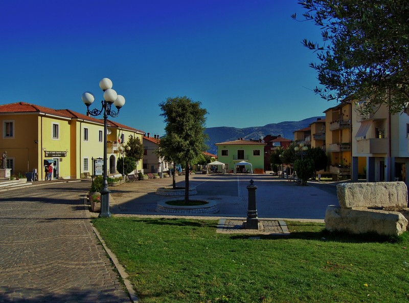 ''Piazza Monumento'' - Lecce nei Marsi
