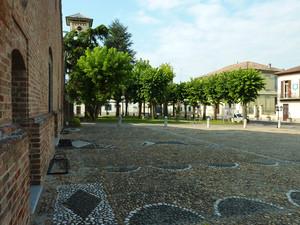 Piazzetta e sagrato Chiesa Santa Maria e San Pietro