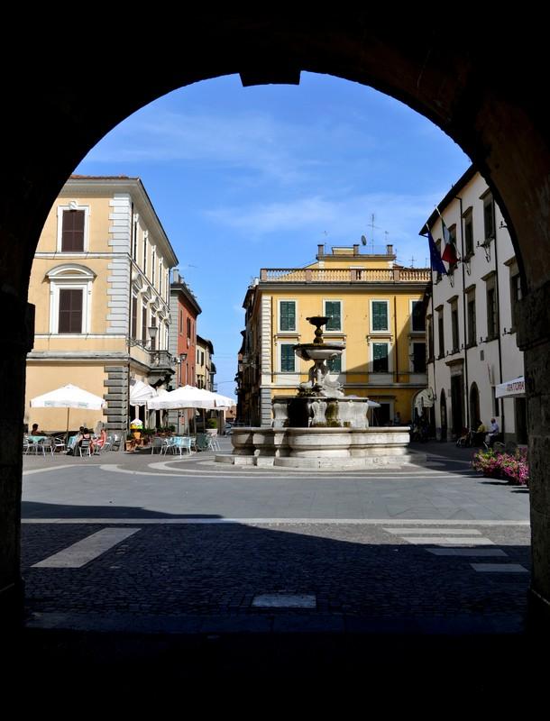 ''Ingresso in piazza'' - Sutri