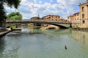 Sopra i resti del ponte romano