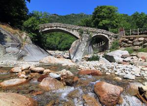 """Antico """"Ponte della coda"""" in valle Cervo"""