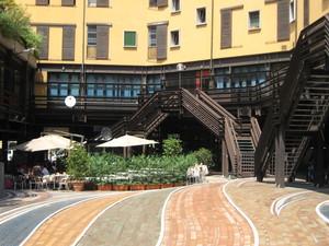 Piazzale nei pressi della stazione di Bologna