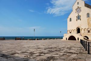 Una piazza sul mare