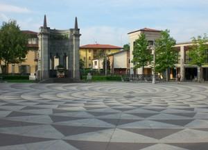L'altro lato della piazza