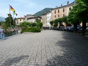 La piazza principale di Osteno.