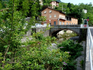 dietro al ponte, l'Orrido.