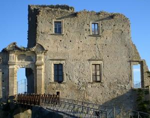 Il ponte del castello diroccato
