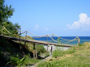 Il ponticello sulla spiaggia