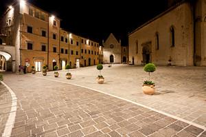 Notturno – Piazza dei Martiri Vissani