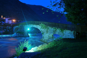 Ponte in pietra pedonabile
