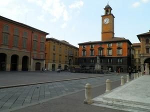 Piazza Prampolini dal sagrato del Duomo