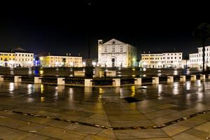 Pioggia in Piazza Grande