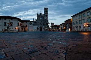 L'alba…   in piazza  Duomo