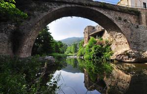 Ponte sul torrente Neva