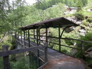 Alagna, ponte coperto verso il rifugio Pastore