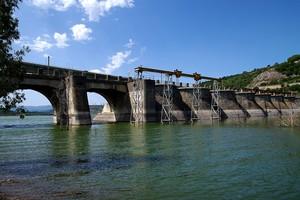 Vecchia diga sul lago Omodeo