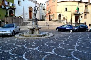 """"""" Per ora… non salgono i gradini !!! """" – Piazza San Pietro Martire – Fornelli."""