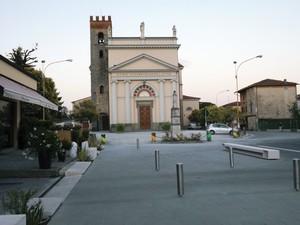 Piazza don Carlo Matteoni, Marlia