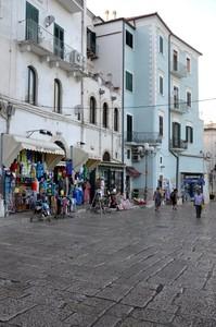 La storica e panoramica Piazza Garibaldi