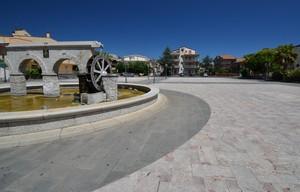 Piazza con mulino