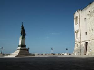 La piazza sul mare