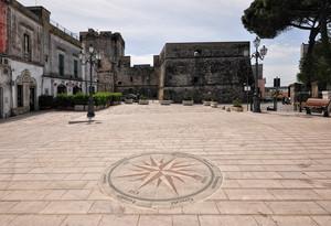 un castello in Piazza A. Perotti