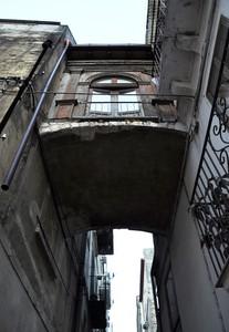 Ponte tra edifici in Via V. D'Addetta