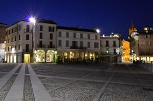 i fantasmi della piazza…..