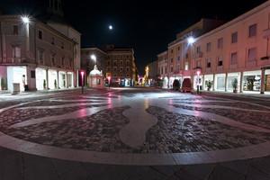 Piazza 3 Martiri durante la notte rosa 2012