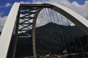 Più che un ponte, sembra un'arpa