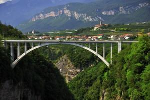 Un ponte sul baratro