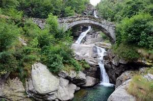 Ponte sul torrente Burdeiver