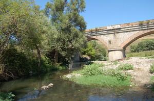 Fiumara di Atella (Pz) , il ponte.