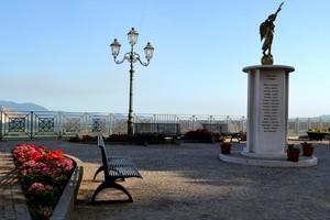 """"""" Il rosso dei fiorellini """"- Piazza Margherita – Presenzano (Caserta )"""